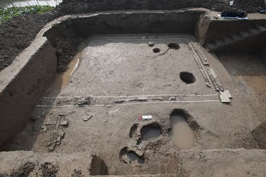 qinglong town site excavations found at the scene of the tang dynasty building base, visible wall, ZhuDong and fireplace.