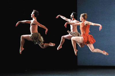 莫里斯编排的舞蹈动作不以展现身体可能性为己任