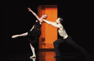 """代表世界现代舞艺术最高水准的""""天团""""荷兰舞蹈剧场一团是本次舞蹈节上最大牌的明星。 王小京摄"""