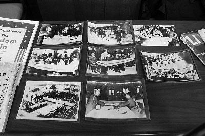 抗战馆此次获赠的文物中,有一批记录日本投降的原版照片