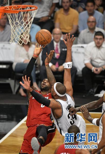 当日,在2013-2014赛季NBA季后赛东部半决赛第四场比赛中,迈阿