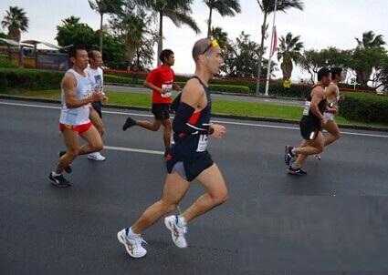 ag亚游全民健身参与2015厦门国际马拉松