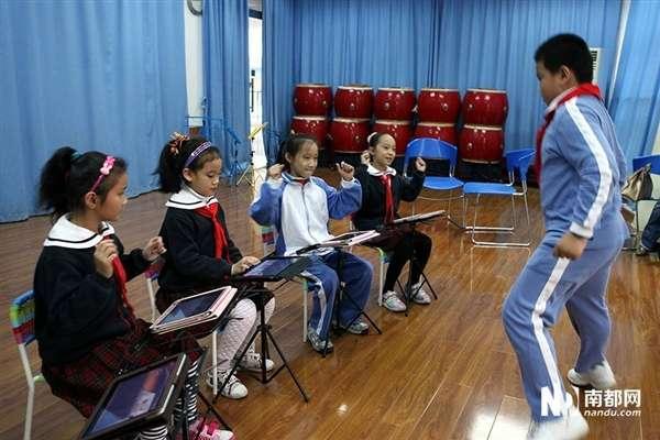 深圳小学生建ipad乐队 钢琴古筝随意切换