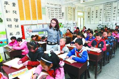 [羊简笔画]静宁县细巷乡中心小学的孩子们在练习简