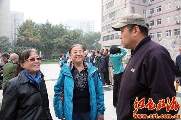北京育英学校校友开放日 胡德华,吕彤羽等回校交流