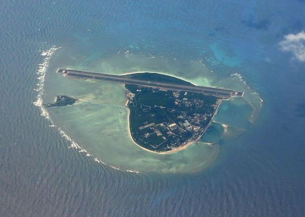 菲媒称中国拟在南沙渚碧礁填海修建首条飞机跑道