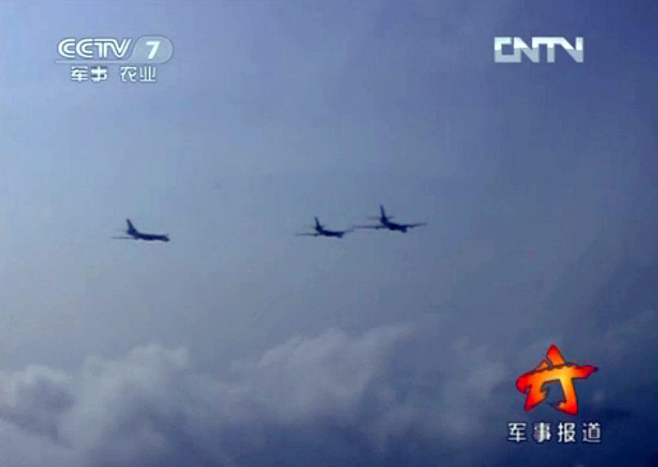 解放军南海舰队轰炸机训练昼夜间连续轰炸敌港口