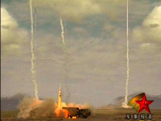 资料图:央视报道的解放军二炮导弹齐射。