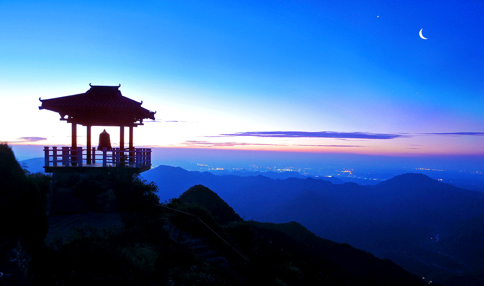 旅游 中原风光 > 正文   王屋山风景名胜区位于河南省济源市,是国家级