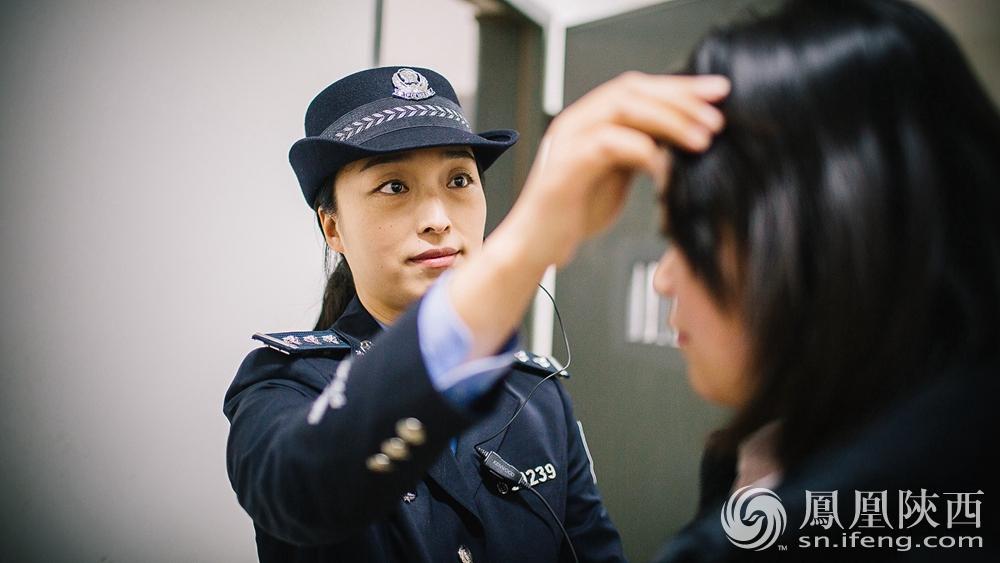 押解女犯-凤凰镜距离 法警本色 凤凰陕西图片