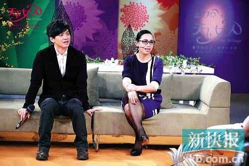 4月2日22:00在山东卫视播出的《天下女人》节目中黄绮珊将...