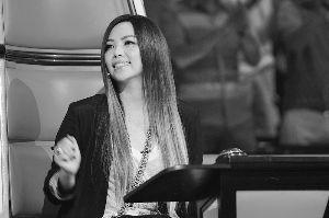 张惠妹也说自己面对姚贝娜和林育群也是不知如何选择。