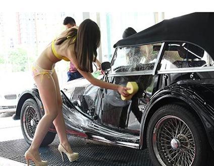 车服务的顾客多开兰博基尼、玛莎拉蒂等豪车.有一位车主为高清图片