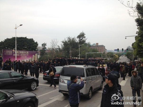 高清图—广州白云区穗宝安全押运公司1000多押运员罢工封路