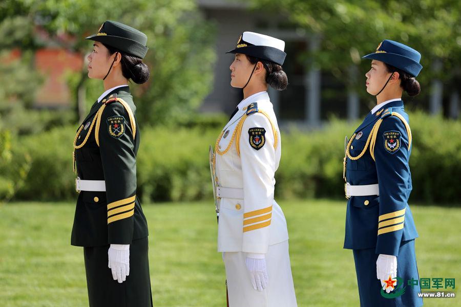 首批仪仗队女兵训练照 - 倾城之恋 - 倾城之恋