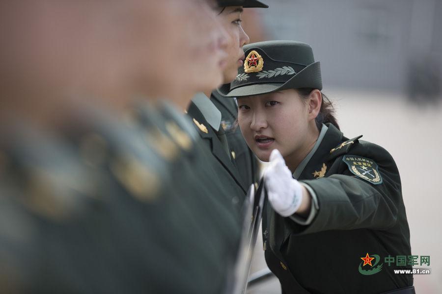 首批仪仗队女兵训练照 - 雷石梦 - 雷石梦(观新闻)