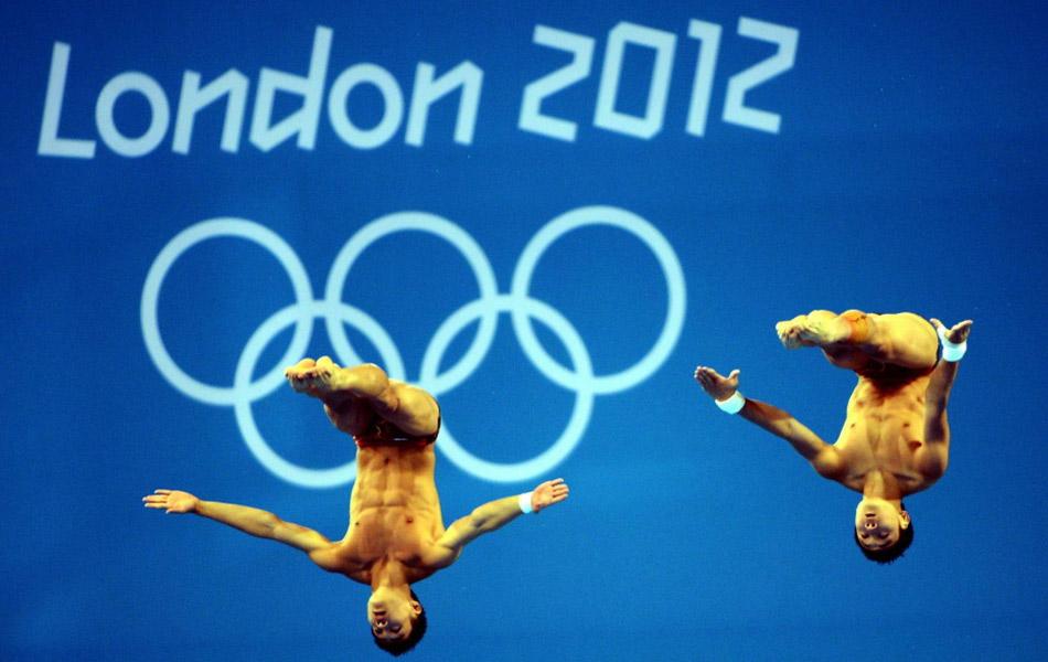 2012年7月30日,伦敦奥运会跳水项目男子双人10米跳台的决赛落下帷幕,中国小将曹缘/张雁全凭借优异的表现,以486.78的总分逆转战胜本土组合将金牌收入囊中。二、三名分别被墨西哥和美国获得。