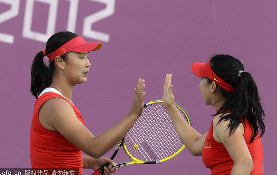 伦敦奥运会网球女双延期举行的一场四分之一比赛中,中国组合郑洁/彭帅以1-2负于俄罗斯组合基里连科/佩特洛娃,无缘奥运女双四强。