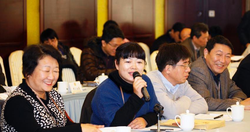 南京政协委员们在专题议政会上积极发言
