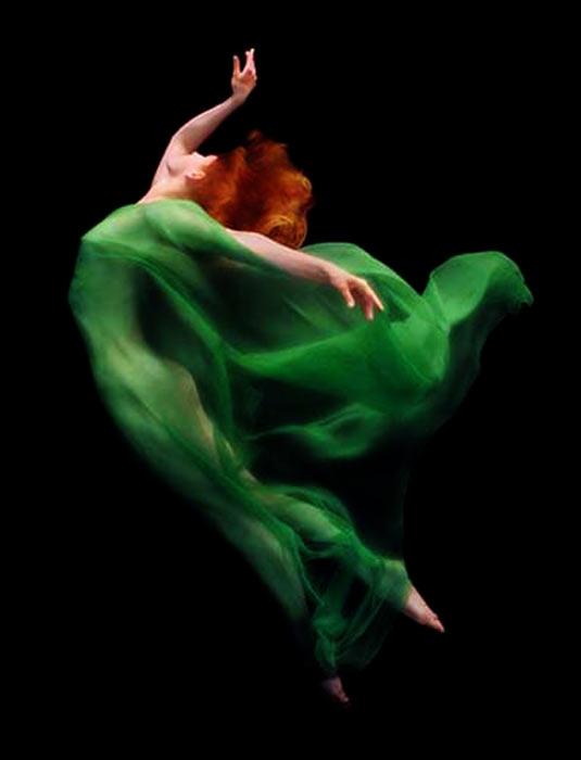 超唯美水下摄影 薄纱透出女性柔和曲线组图