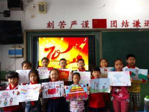 纪念抗战胜利和激发爱国主义作为今年的开学第一课,让孩子们通过绘画图片