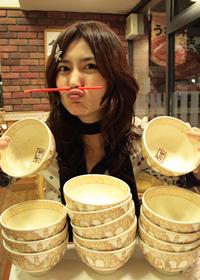 惊叹!日本美女食神一口气吃掉70份大餐