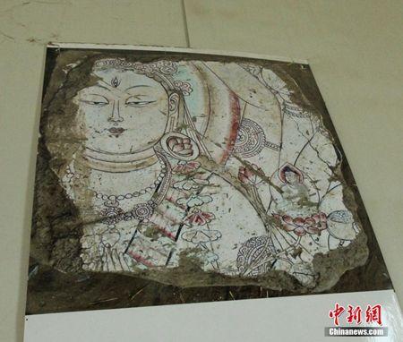 新疆和田达玛沟小佛寺遗址出土罕见壁画