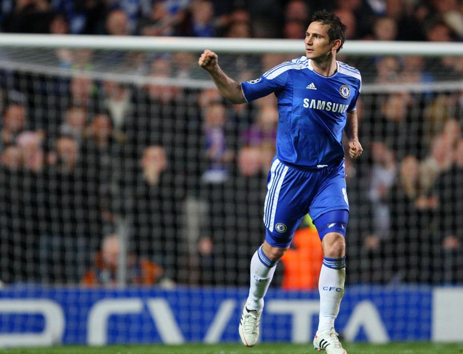 2012年4月5日,2011-2012赛季欧洲冠军联赛1/4决赛次回合,切尔西2-1本菲卡。蓝军总分3-1进4强。图为兰帕德上半场点球建功。