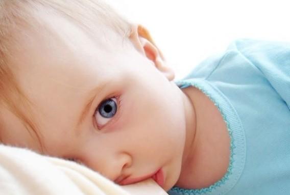 梦见自己有奶水喂别人的孩子