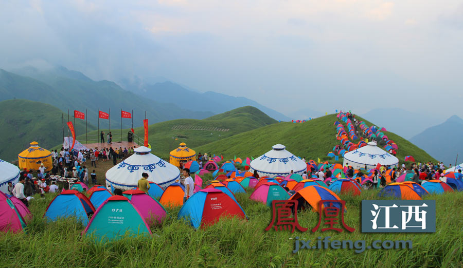在江西吉安安福武功山金顶露营成为众多驴友的选择-天上草原安福武