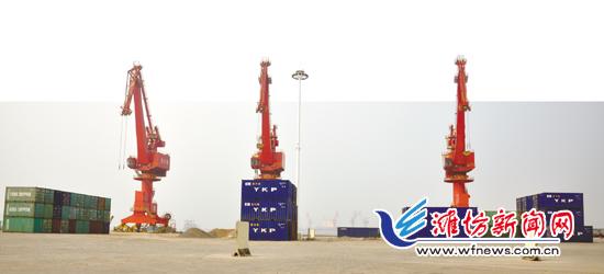 潍坊森达美港有限公司在滨海的集装箱.