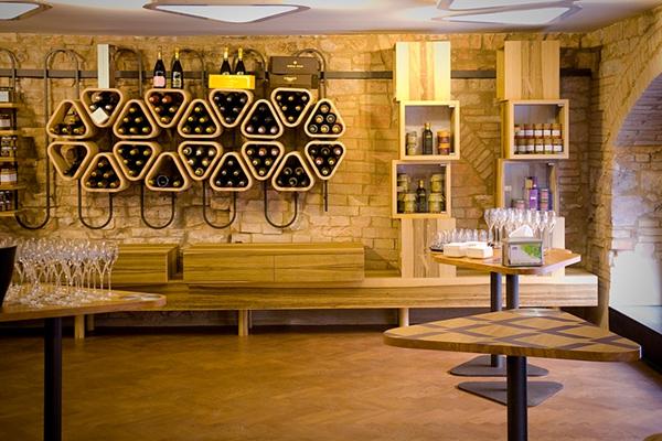 这家酒吧的设计师只用了一种形状   便演绎出完美空间