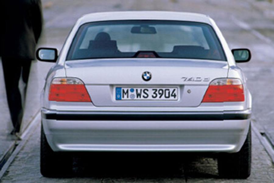 还提供全球首款V8柴油发动机,使强劲动力与优秀燃油经济性兼得,