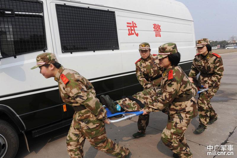 安徽武警通信女兵大比武庆祝三八妇女节(图)