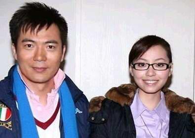 健翔与海豚公主张靓颖,应著名主持人窦文涛的盛情邀请,作客《锵图片