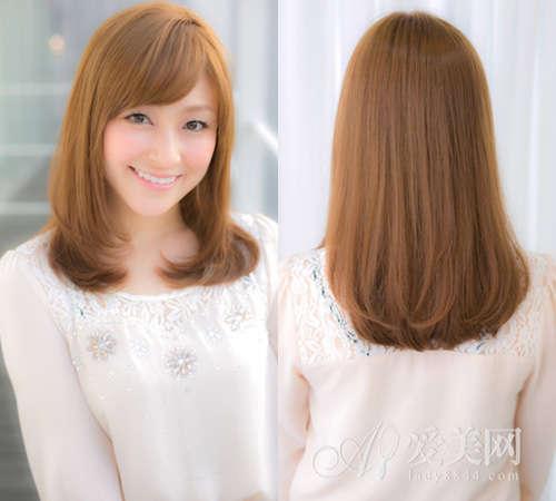 染过长发虽然看起来有点凌乱,但卷曲感十足,加上长刘海是想内翘的剪法