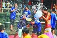 8月首届济南泉水节在大明湖开幕