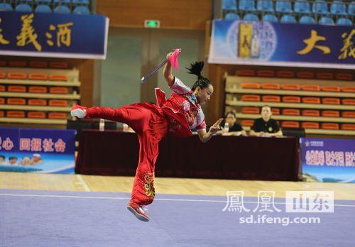 淄博市运动员田媛发挥出色,夺得女子甲组剑枪全能金牌;刘英丽获得