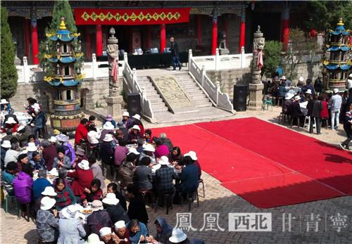 阳节当日城北区三其村庙里当地为老年人举办活动-重阳西宁城北区图片