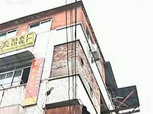 广州疑聚众赌博被查三男子跳窗失足坠亡
