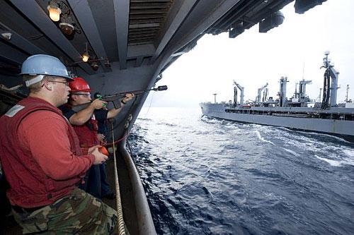 """美专家:应注意中国海军可轻易""""饿死""""美国舰队"""