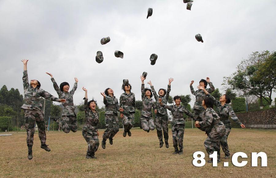 广州军区某部女新兵营:摆脱弱不禁风 永不服输