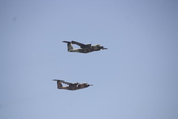 肯尼亚举行独立日庆典 四架运-12飞机编队亮相