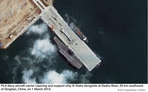 简氏分析中国航母基地卫星照:有神秘三体船(图)_