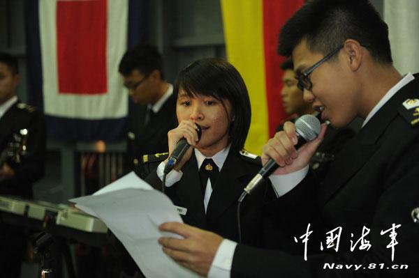 """小国大舰:中国记者看新加坡""""坚韧""""号登陆舰"""