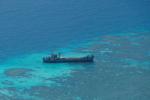 """中国要拔掉南海钉子户:对菲方破舰""""包围执法"""""""
