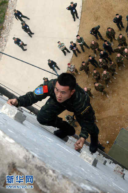 """中国武警部队与俄罗斯内卫部队""""合作—2013""""联合训练,11日在武图片"""