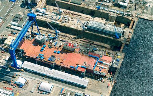 中国船舶重工集团公司第七一二研究所日前研制成功国内首套具有自主知识产权的船舶中压3兆瓦级电力推进系统及核心设备中压推进变频器、推进电机等,并已通过中国船级社认证。 据了解,该套电力推进系统能够按照客户的要求进行适当定制,绝大部分采用电力推进方式的船舶属于高技术、高附加值船舶。与以柴油机和汽轮机直接推进的传统型船舶动力装置相比,具有提升性能、优化船型、降低噪音、节约维修保养费、增加船舱可利用空间、优越的灵活性等显著优势,能够为船舶提供更先进和更灵巧的心脏,在船舶和海洋工程领域具有光明的应用前景。 长期