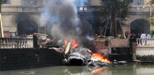 四川成都郫县一飞机坠毁 造成人员受伤