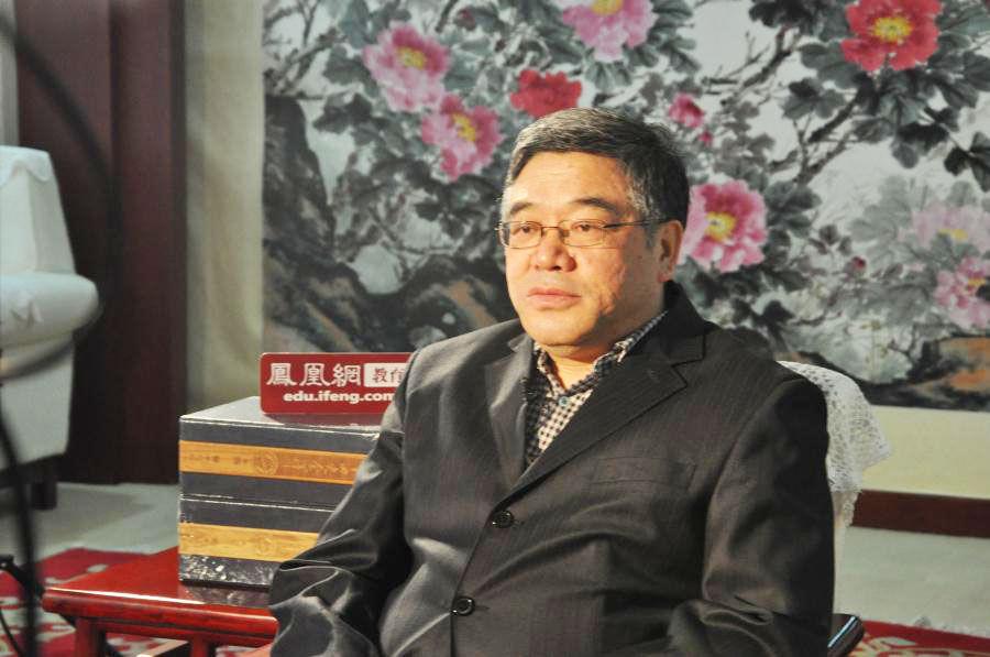 凤凰网教育专访全国政协常委、民进中央副主席、中国教育学会副会长朱永新博士。图为专访现场照。